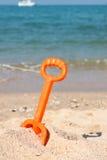 Stuk speelgoed op het strand Stock Afbeelding