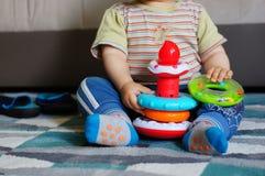 Stuk speelgoed ringen het spelen Royalty-vrije Stock Foto