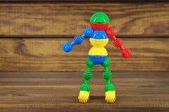 Stuk speelgoed robot van stuk speelgoed plastic kleurrijke details wordt gemaakt dat Royalty-vrije Stock Foto