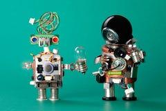 Stuk speelgoed robots met lampbollen Het manusje van alleskarakters van de kringenspaander, het grappige zwarte gekleurde kapsel  Royalty-vrije Stock Fotografie