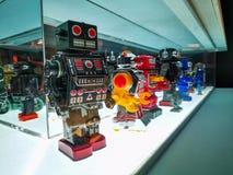 Stuk speelgoed robots op vertoning royalty-vrije stock foto's