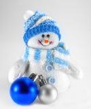 Stuk speelgoed sneeuwman en Kerstmisdecoratie stock afbeelding