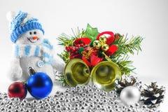 Stuk speelgoed sneeuwman en Kerstmisdecoratie royalty-vrije stock foto's