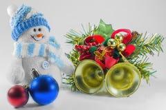 Stuk speelgoed sneeuwman en Kerstmisdecoratie stock afbeeldingen