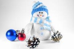 Stuk speelgoed sneeuwman en Kerstmisdecoratie stock foto