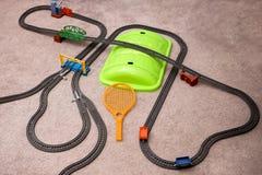 Stuk speelgoed spoorweg op eenvormig patroon Met plaats voor tekst Het natuurlijke patroon sneed Witboek af Royalty-vrije Stock Foto's