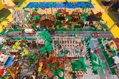 Stuk speelgoed stad van Lego-blokken wordt gemaakt dat Royalty-vrije Stock Afbeelding