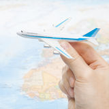 Stuk speelgoed vliegtuig ter beschikking - 1 tot 1 verhouding Stock Foto