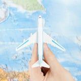 Stuk speelgoed vliegtuig ter beschikking - 1x1 verhouding royalty-vrije stock foto