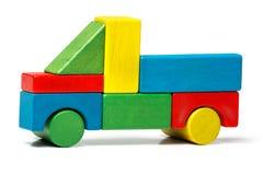 Stuk speelgoed vrachtwagen, het veelkleurige vervoer van auto houten blokken Royalty-vrije Stock Afbeelding