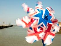 Stuk speelgoed vuurrad met Union Jack op het op een zonnige dag wordt gedrukt die Royalty-vrije Stock Foto