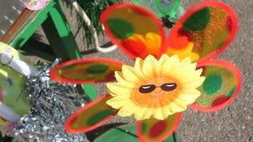 Stuk speelgoed windmolenpropeller stock footage