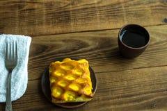 Stuk van cake met coffe stock afbeeldingen