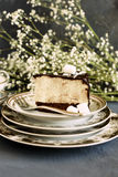 Stuk van cake met een soufflé Stock Foto's
