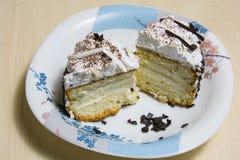 Stuk van cake met koffie stock afbeelding
