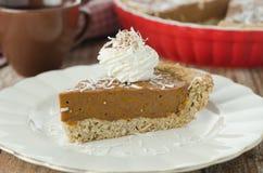 Stuk van cake met pompoen en chocolade Stock Foto