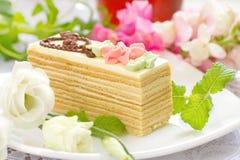 Stuk van cake met room Royalty-vrije Stock Foto's