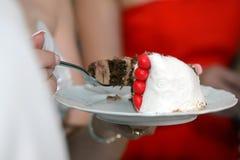 Stuk van cake met room en bessen Stock Fotografie