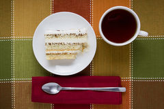 Stuk van cake op een plaat Stock Fotografie