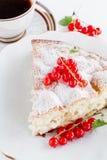 Stuk van cake op een plaat Royalty-vrije Stock Afbeelding