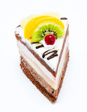 Stuk van chocoladecake met geïsoleerd suikerglazuur en vers fruit Royalty-vrije Stock Fotografie