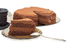 Stuk van chocoladecake op schotel en rest van cake Royalty-vrije Stock Fotografie