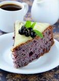 Stuk van de cake van de fruitbes Stock Foto's