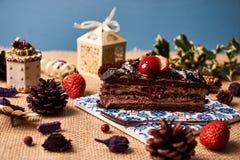 Stuk van de eigengemaakte cake van de Kerstmischocolade Royalty-vrije Stock Afbeeldingen