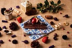 Stuk van de eigengemaakte cake van de Kerstmischocolade Royalty-vrije Stock Fotografie