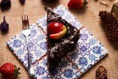 Stuk van de eigengemaakte cake van de Kerstmischocolade Royalty-vrije Stock Foto's