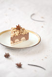 Stuk van de Kruidige Cake van de Chocolademousse met kruimeltaart Stock Afbeeldingen