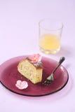 Stuk van de Witte Cake van de Chocoladepeer Stock Fotografie