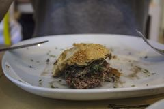 Stuk van hamburger op een plaat royalty-vrije stock foto