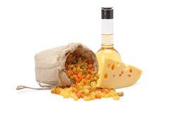 Stuk van kaas, deegwaren en olijfolie Royalty-vrije Stock Afbeelding