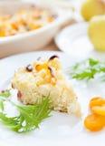 Stuk van kwarkpudding met fruit Royalty-vrije Stock Afbeeldingen