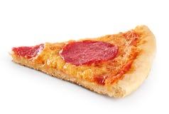 Stuk van pizza met worst op een witte achtergrond Royalty-vrije Stock Foto's