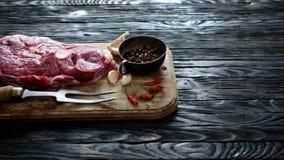 Stuk van ruw lamsvlees stock video