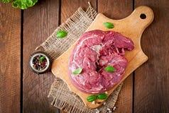 Stuk van ruw varkensvleeshaasbiefstuk royalty-vrije stock afbeeldingen