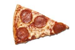 Stuk van salamipizza stock afbeeldingen