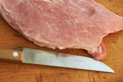Stuk van vers varkensvlees en mes Royalty-vrije Stock Foto