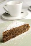 Stuk van zoete cake met koffie Royalty-vrije Stock Foto