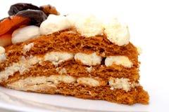 Stuk van zoete cake op plaat, close-up Stock Foto's