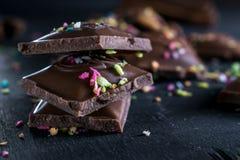 Stukken donkere chocolade Royalty-vrije Stock Afbeeldingen