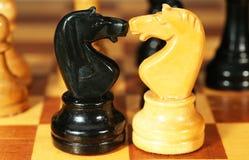 Stukken op een schaakbord Royalty-vrije Stock Foto