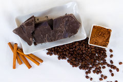Stukken van chocolade royalty-vrije stock afbeeldingen