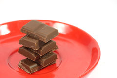 Stukken van chocolade op plaat Stock Afbeelding