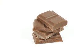Stukken van chocolade op wit worden geïsoleerd dat Royalty-vrije Stock Foto