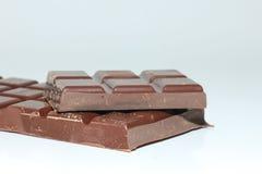 Stukken van een donkere chocoladereep Royalty-vrije Stock Afbeeldingen