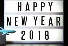 Stukken van Engelse teksten die nieuw jaar 2018 op verlicht licht vakje spellen Royalty-vrije Stock Fotografie