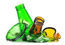 Stukken van gebroken glas over witte achtergrond recycling Royalty-vrije Stock Afbeeldingen